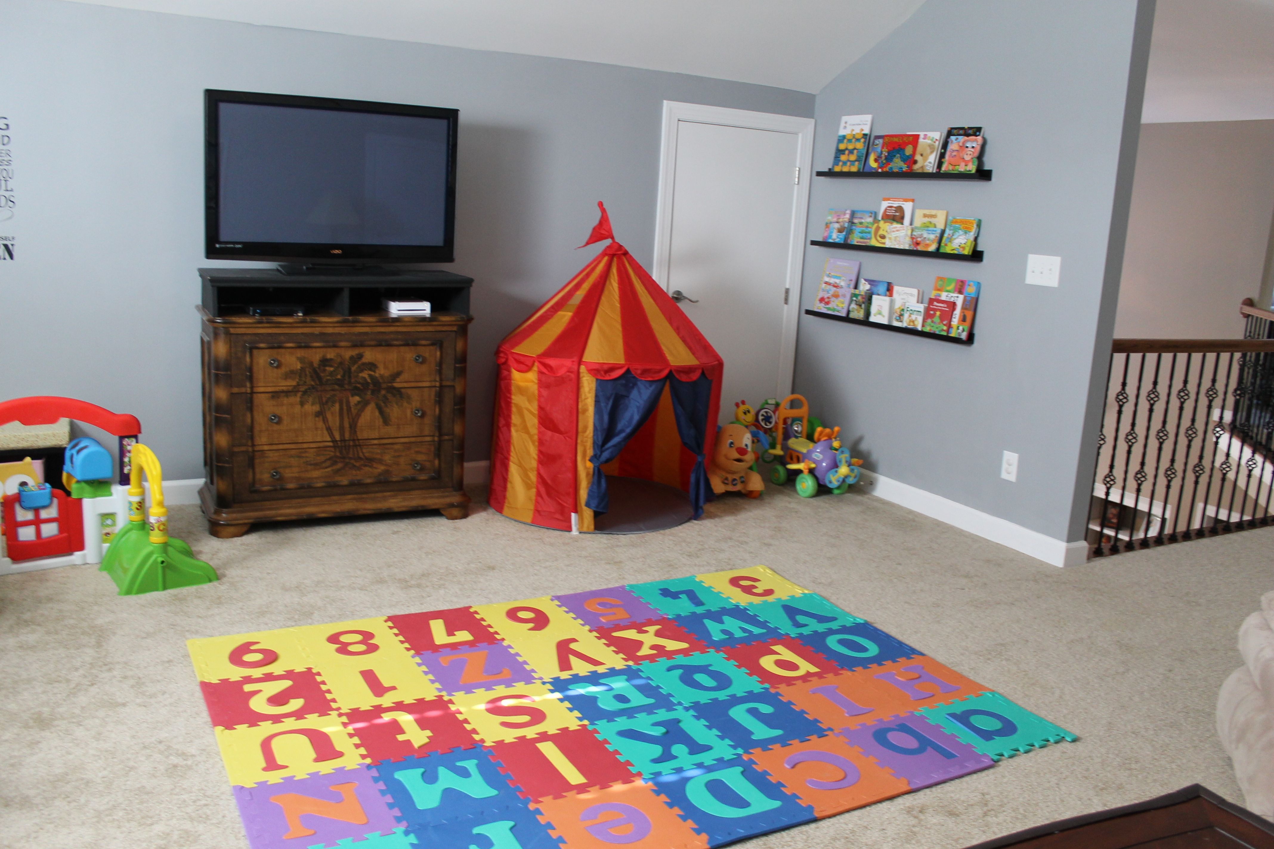 shelving ideas for attic - Playroom